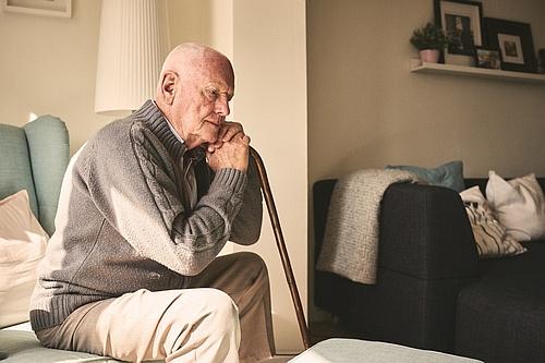 Грустный пенсионер - Клиника Кордия