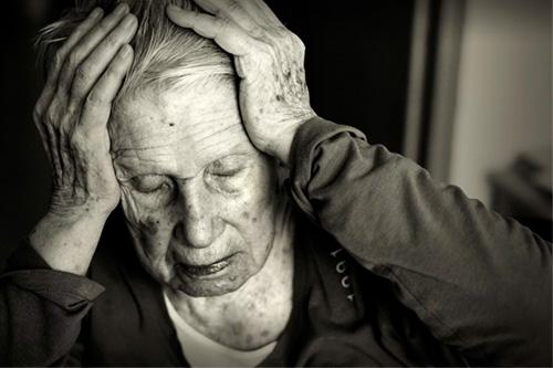 Старческая паранойя: признаки и лечение - Кордиямед